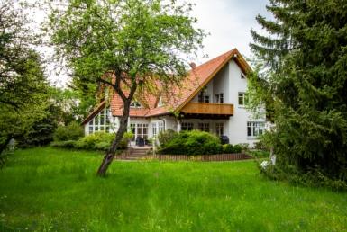 Garten und Hausansicht Repräsentative, exklusive Villa mit separater Einliegerwohnung in ruhiger und sehr zentraler Lage Sigmaringen