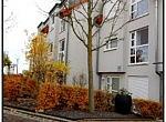 Hausansicht: Ausgesprochen schönes und großzügiges Reihenmittelhaus in bevorzugter Wohnlage