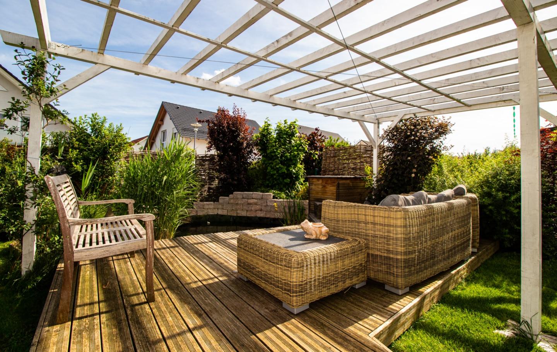 Koi Teich Zu Verkaufen Herausragendes Klimaholzhaus im Landhausstil mit Ortsrandlage (Allergikerhaus) in Gosheim