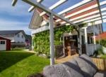 Terrasse Zu Verkaufen Herausragendes Klimaholzhaus im Landhausstil mit Ortsrandlage (Allergikerhaus) in Gosheim