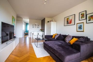 Zum Verkauf steht eine Wohnung in Rohr Wohnzimmer