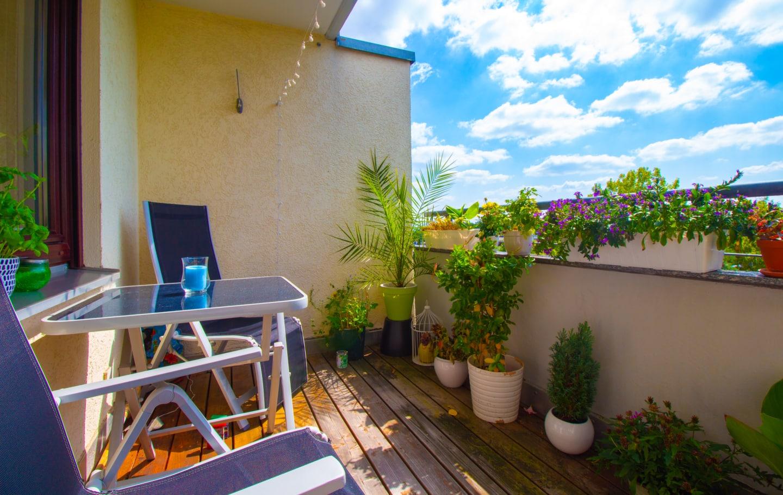 Zum Verkauf steht eine Wohnung in Rohr Balkon